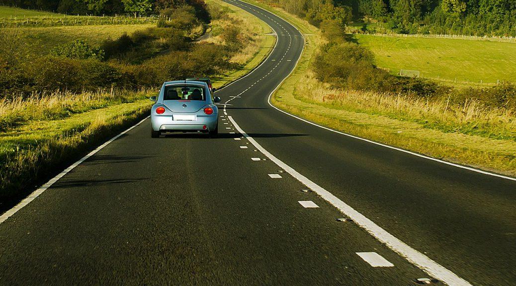 auto rijden op de weg